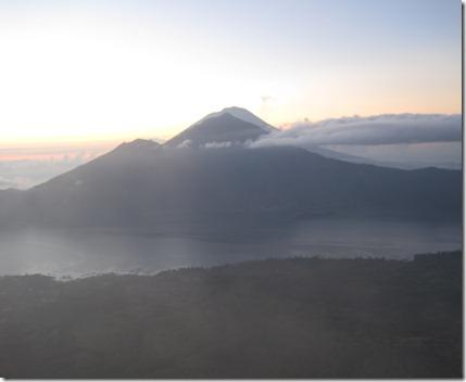 Bali: Climbing Mt. Batur at sunrise (3/6)